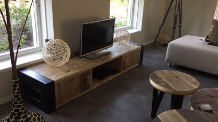 Industriele Tv Kast : Tv meubel dercorate with passion