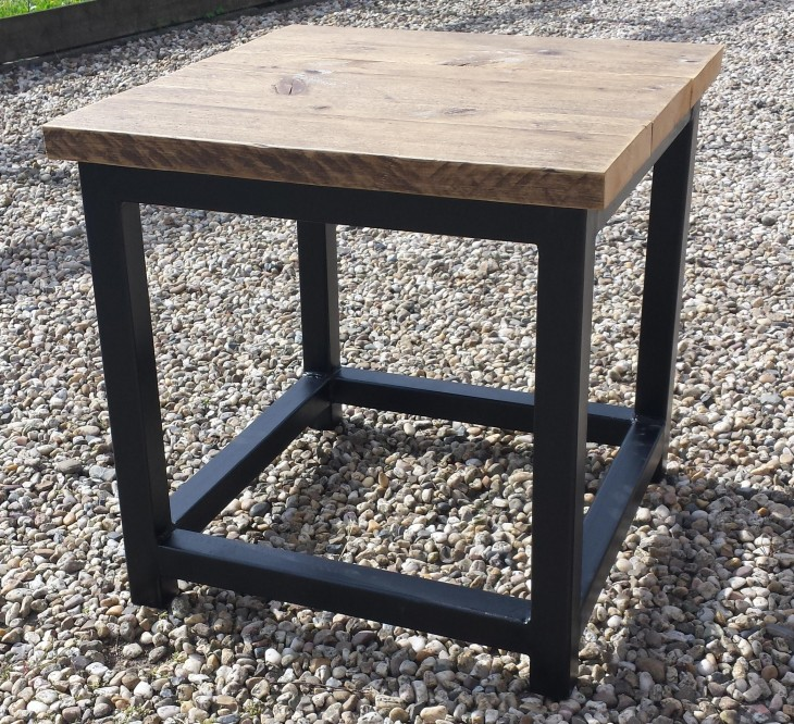 Heeft u niet zo veel ruimte om een grote salontafel neer for Bijzettafel steigerhout